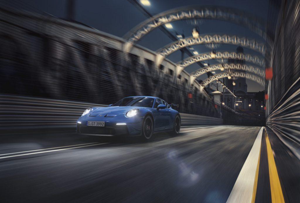 Legendární Severní smyčku na Nurburgringu zajelo nové Porsche 911GT3 za 6:59.927 a bylo tak o 17 vteřin rychlejší než předchozí generace