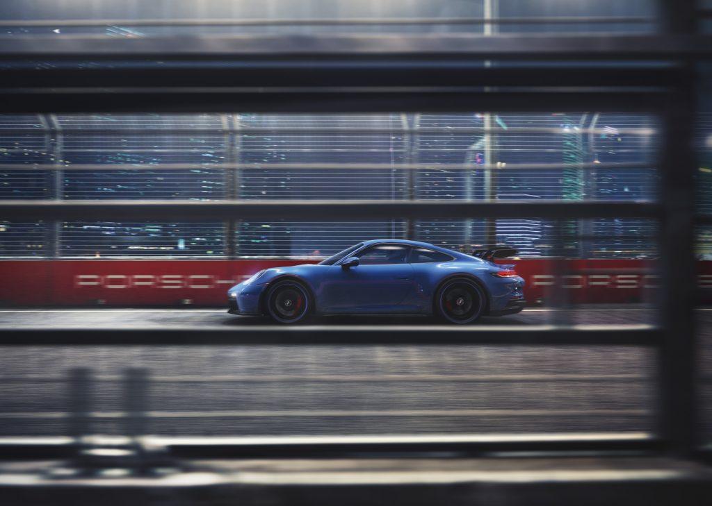Nové Porsche 911 GT3 váží 1418 kilogramů. S automatem váží 1435 kilogramů.