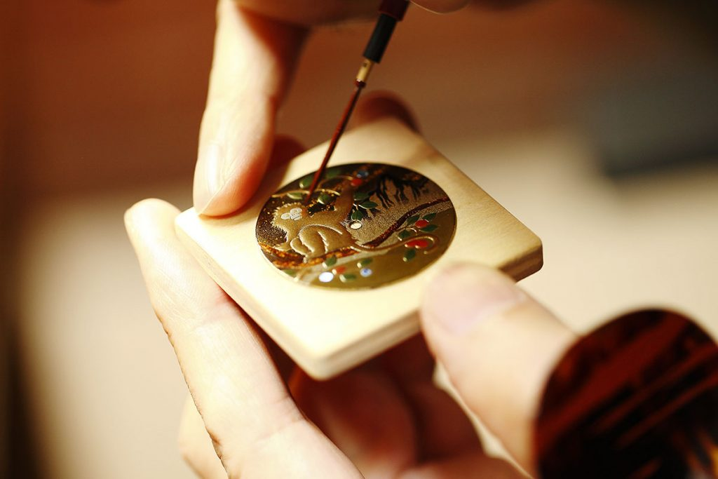 Chopard-L.U.C-XP-Urushi-Year-of-the-monkey-making-of-1