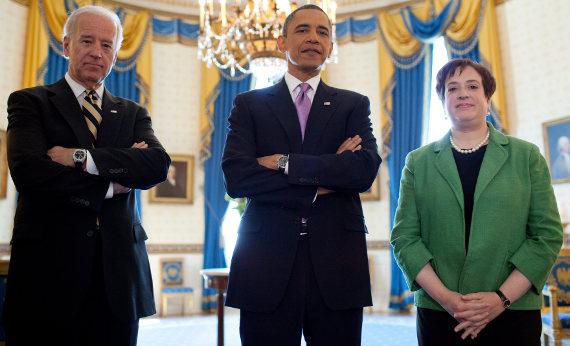 Viceprezident Joe Biden, prezident Barack Obama a té době nominantka do Nejvyššího soudu USA Elena Kaganová (2010)