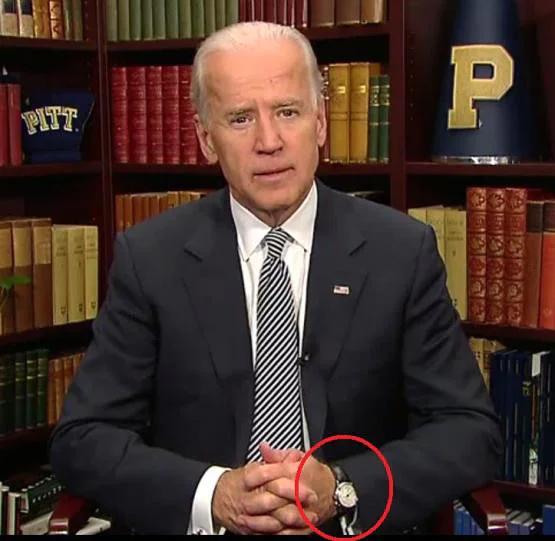 Viceprezident Joe Biden s hodinkami Vulcain na zápěstí ve videu z Bílého domu v listopadu 2011