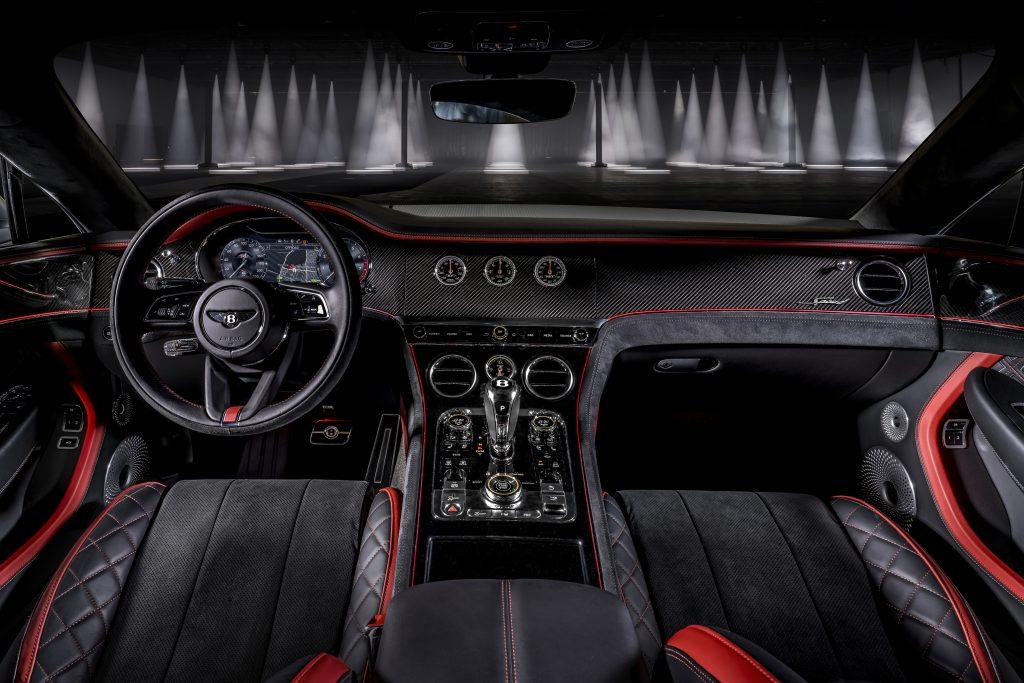 Motoristé si v interiéru Bentley Continental GT Speed mohou vybrat z 15 hlavních a 11 sekundárních barevných odstínů. Velký vyběr je k dispozici také v případě obložení.