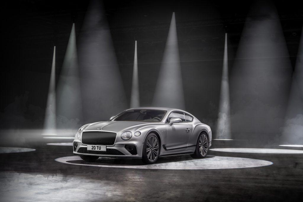 Bentley Continental GT Speed má po kapotou benzinový přeplňovaný dvanáctiválec o objemu 6 litrů