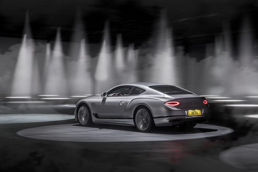 Bentley Continental GT Spedd vystřelí z nuly na stovku za 3,6 vteřiny. Maximální rychlost má hodnotu 335 km/hod.