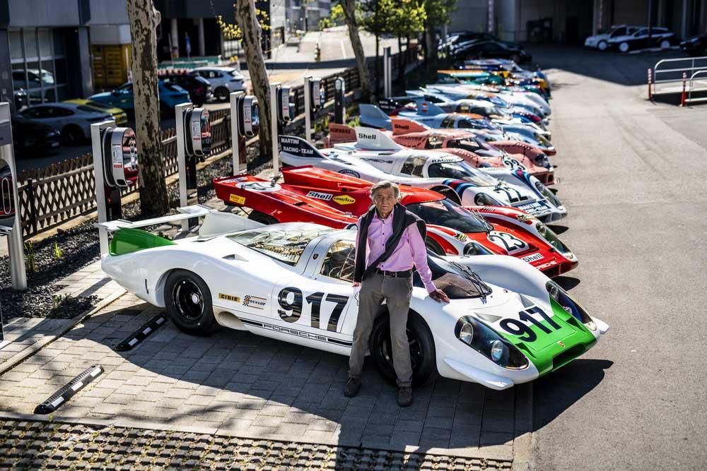 Inženýr Hans Mezger s legendárními speciály Porsche 917