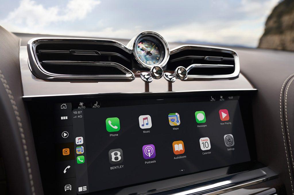 10,9palcový displej zcela nového infotainmentu v Bentley Bentayga