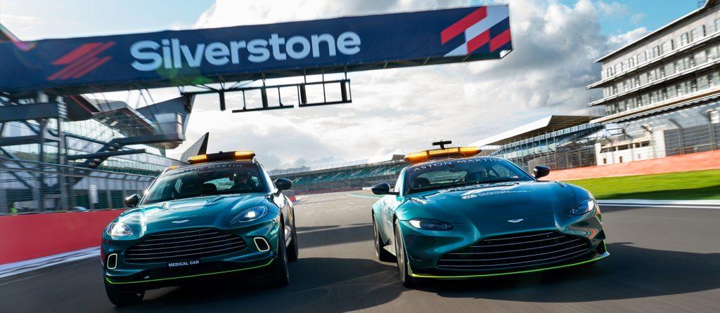 Aston Martin DBX a Vantage jako oficiální medical a safety car se poprvé představily v předsezóním testování v polovině března v Bahrajnu. Na testovacím okruhu Aston Martin v Silverstone dohromady absolvovaly 15 000 km.