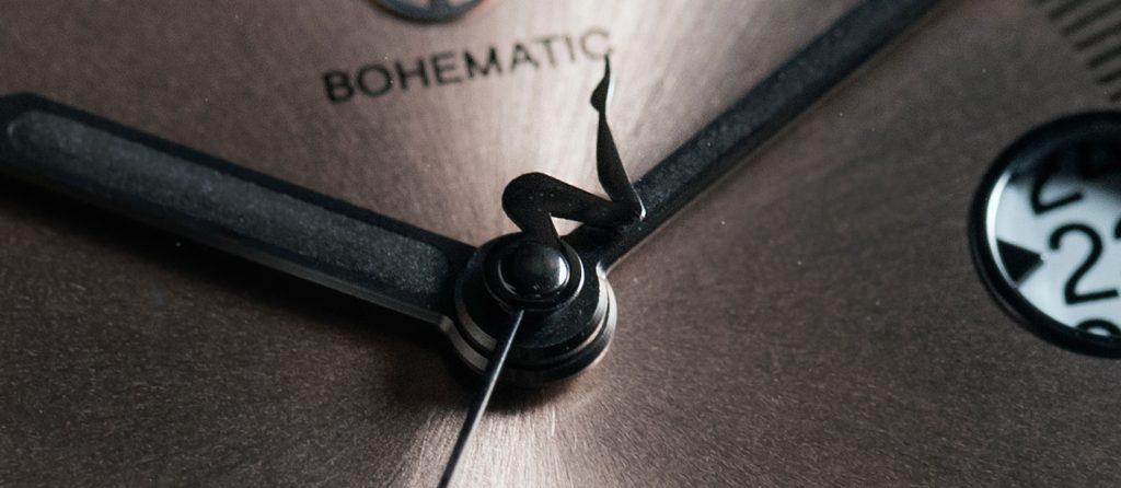 Limitovaná edice Venuše ze série Bohematic Graphic Sutnar vznikne v počtu 12 kusů. Vteřinová ručka zakončená siluetou nohy odkazující na malířské dílo Ladislava Sutnara